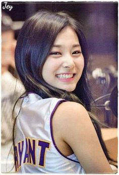 Chou Tzuyu, known mononymously as Tzuyu, is a Taiwanese singer based in South Korea and a member of the K-pop girl group Twice, under JYP Entertainment. Kpop Girl Groups, Korean Girl Groups, Kpop Girls, Nayeon, Korean Beauty, Asian Beauty, Twice Tzuyu, Celebs, Celebrities