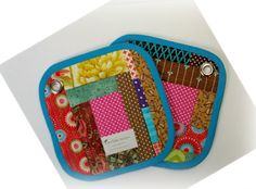 Novice Beginnings: Mug Rugs & Potholders Little Bag, Little Gifts, Small Quilted Gifts, Crafty Gemini, Mug Rug Tutorial, Straight Line Quilting, Good Tutorials, Christmas Mugs, Potholders