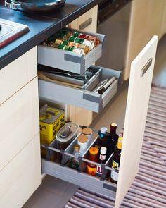 Ideas for narrow storage cabinet spice drawer Pull Out Kitchen Cabinet, New Kitchen, Kitchen Cabinets, Maple Kitchen, Minimal Kitchen, Diy Cabinets, Kitchen Utensil Storage, Kitchen Drawer Organization, Kitchen Utensils