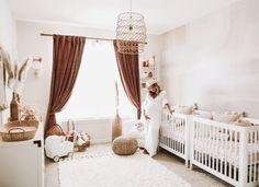 Mobile made of felt balls – Men Suits Small Twin Nursery, Twin Nursery Gender Neutral, Twin Baby Rooms, Twin Girl Bedrooms, Twin Baby Girls, Nursery Twins, Baby Bedroom, Baby Room Decor, Nursery Room
