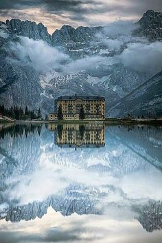 Winter Travel Destinations --- The Grand Hotel, Lake Misurina, Italy. This is the place of my dreams - Jo Places To Travel, Places To See, Travel Destinations, Travel Stuff, Places Around The World, Around The Worlds, Magic Places, Grand Hotel, Grand Budapest Hotel