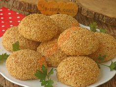 Simit Taste, A Delicious Pastry: Cheese Pastry - A delicious bagel recipe with bagel taste, lots of sesame seeds … - Pastry Recipes, Dog Food Recipes, Cake Recipes, Breakfast Around The World, Turkish Recipes, Ethnic Recipes, Cheese Pastry, Turkish Kitchen, Bagel Recipe