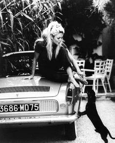 Bridgette Bardot with her wiener dog =D