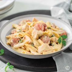 This saucy one pot Tex-Mex pasta has a little kick and comes together in a snap. Guacamole Mix, Weeknight Meals, Easy Meals, Fiesta Salad, Chicken Sausage Pasta, Tastefully Simple Recipes, Large Slow Cooker, Multicooker, Tex Mex