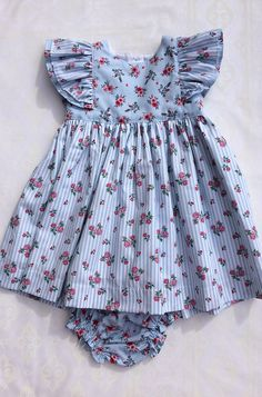 Baby Girl Frocks, Kids Frocks, Frocks For Girls, Little Girl Dresses, Girls Dresses, Baby Girl Dress Design, Girls Frock Design, Baby Girl Dress Patterns, Baby Clothes Patterns
