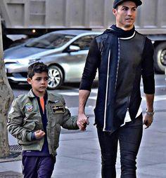 "Gefällt 7,433 Mal, 36 Kommentare - Cristiano Ronaldo Junior ♕ (@cristiano.ronaldo.jrr) auf Instagram: ""Father and son """