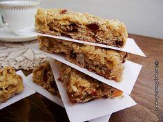 Batoane de cereale cu fructe uscate Krispie Treats, Rice Krispies, Waffles, Cake Decorating, Food And Drink, Cooking Recipes, Breakfast, Deserts, Morning Coffee