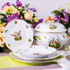 Dinner Set for 2 Persons – Hunter Trophies CHTM pattern. Herend fine china – 11 pieces Herend items – CHTM w. Hunter Trophies CHTM design is a classic Herend pattern. Fall Dinner, Dinner Sets, Serveware, Tableware, Mocca, Vintage China, Fine China, Decorative Plates, Canning