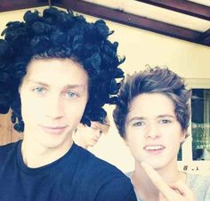 I dont think brad's hairstyle suits you james but you still look adorbs
