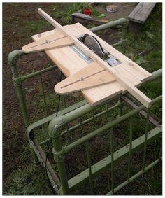 Циркулярный стол из ручной циркулярной пилы своими
