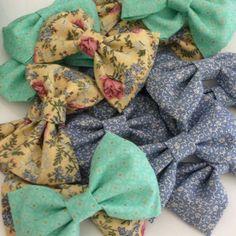 DIY fabric hair bows. Super simple.