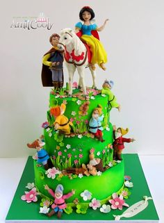 Snow White Cake - Cake by Nili Limor Crazy Cakes, Fancy Cakes, Snow White Cake, Facebook Cake, Snow White Birthday, Baby Girl Cakes, White Cakes, Character Cakes, Disney Cakes