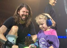 Dave with young fan in Edmonton 12/08/15