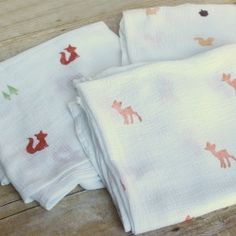 Make your own muslin swaddling blankets! Stamp them with fabric ink and homemade woodland animal stamps.