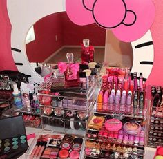 Make-up ♥ discovered by on We Heart It Hello Kitty Collection, Make Up Collection, Rangement Makeup, Hello Kitty Makeup, Makeup Collection Storage, Makeup Storage Organization, Make Up Storage, Glam Room, Makeup Rooms