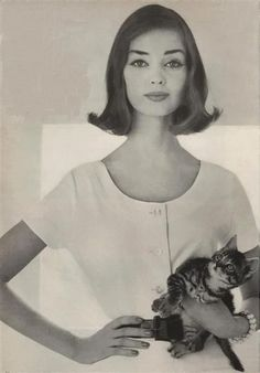 Model Dolores Hawkins 1957 Photo by Richard Avedon Vintage Glamour, Vintage Beauty, Vintage Hair, 1950s Fashion, Vintage Fashion, Richard Avedon Photography, Mode Vintage, Timeless Beauty, Old Hollywood