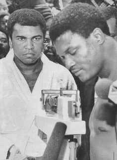 Muhammad Ali watched as Trevor Berbick weighed in for their fight in Nassau, Bahamas, on Dec. It was Ali's last fight, and he lost. Muhammad Ali Fights, Muhammad Ali Boxing, Mohamed Ali, Star Trek Posters, Smokin Joes, Boxing History, Float Like A Butterfly, Boxing Champions, Hometown Heroes