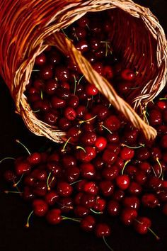 Find images and videos about food, red and fruit on We Heart It - the app to get lost in what you love. Fruit And Veg, Fruits And Vegetables, Fresh Fruit, Photo Fruit, Acerola, Cherries Jubilee, Beautiful Fruits, Delicious Fruit, Red Color