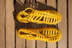 Made of 100% Amazonian Wild Rubber  Sustainably sourced from Amazonian Rainforest  Artisan Doutor da Borracha  Handmade in Brazil    Size35  Measure (heel to toe) +/- 22,5 cm  Modelroman style  Coloursyellow