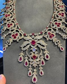 For Sale on - A monumental and historic Belle Epoque necklace. Featuring a once in a lifetime collection of over 100 carats of unheated Burmese rubies. Red Jewelry, Pandora Jewelry, Luxury Jewelry, Bridal Jewelry, Antique Jewelry, Vintage Jewelry, Fine Jewelry, Fashion Jewelry, Women Jewelry