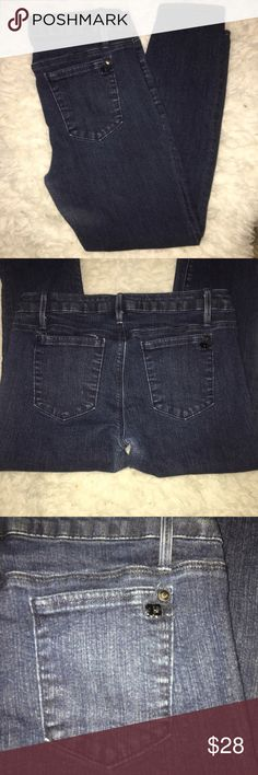 """🎀JOES JEANS """"the jegging"""" skinny cropped jeans🎀 EUC. medium blue wash. skinny cropped style, hits about mid ankle. signature logo on back pockets. Joe's Jeans Jeans Skinny"""