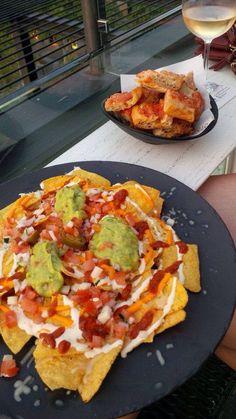 Nachos Guacamole Pan con Tomate Alaire Roof Bar Barcelona