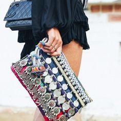 Love the boho style Estilo Hippie, Hippie Chic, Boho Chic, Styl Boho, My Bags, Purses And Bags, Fashion Bags, Boho Fashion, Leather Fashion
