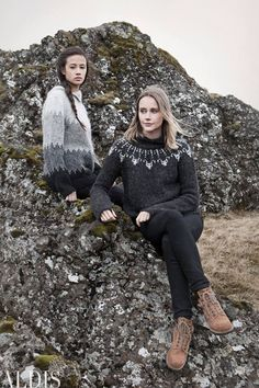 Óveður - Pattern Book - Beautiful Icelandic Patterns - Only available in Icelandic. Knitting Yarn, Hand Knitting, Knitting Patterns, Sweater Patterns, Hand Knitted Sweaters, Wool Sweaters, Icelandic Sweaters, Shrug Cardigan, How To Purl Knit