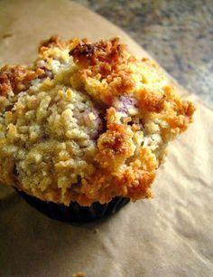 Muffins aux bananes et framboises avec croustillant à la noix de coco