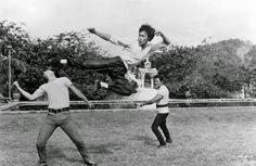 flying-kick-bruce-lee-26727399-1150-751.jpg (800×522)
