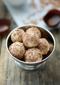 Homemade Tiramisu Truffles – very simple to make with irresistible coffee flavor and creamy texture. Tossed in shredded milk chocolate and cocoa powder. #bonbons-white-chocolate-tiramisu-truffles