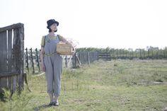 Sommermode 2013 - Ringelshirt, inspiriert von klassischen französischen Seemannspullovern sowie eine freche Latzhose in nebelgrau.
