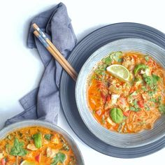 Soep Archieven - FunkyFood by Niki Christen, Pho, Thai Red Curry, Food And Drink, Soup, Healthy Recipes, Ethnic Recipes, Slippers, Gluten