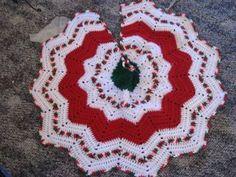 Ravelry: Round Ripple Tree Skirt pattern by Lisa at Crochetville - crochet Christmas Tree Skirts Patterns, Xmas Tree Skirts, Christmas Skirt, Crochet Christmas Ornaments, Christmas Crochet Patterns, Holiday Crochet, Christmas Knitting, Christmas Popcorn, Crochet Snowflakes