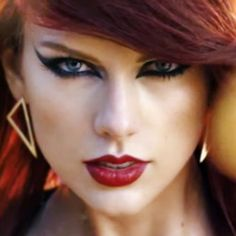 Taylor Swift's Makeup Photos & Products   Steal Her Style