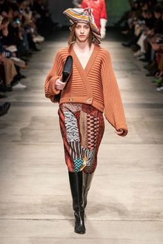 Missoni Fall 2020 Ready-to-Wear Collection - Vogue Source by abcofstyle 2016 jean trends Missoni, Catwalk Collection, Fashion Show Collection, Knitwear Fashion, Knit Fashion, Fashion 2020, Runway Fashion, Fashion Trends, Milano Fashion Week