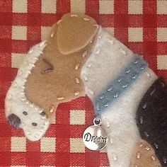 Love this Chien Fox Terrier, Fox Terriers, Wire Fox Terrier, Dog Crafts, Felt Crafts, Paper Crafts, Felt Dogs, Hand Art, Cushions