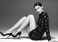 Bella Hadid flaunts her model curves for new Misha Gold campaign : Work it! The daughter of Yolanda Foster parted her raven coloured tresses into a centre parting as she slicked her locks into a stylish chignon Fashion Photography Poses, Fashion Poses, Ootd Fashion, Lifestyle Photography, Editorial Photography, High Fashion, Pose Mannequin, Poses Pour Photoshoot, Bella Hadid Photoshoot