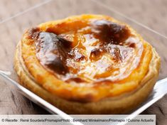 Discover our easy and quick recipe of Pasteis de nata on Cuisine Actuelle! Portuguese Flan Recipe, Portuguese Desserts, Sweet Recipes, Cake Recipes, Dessert Recipes, Mini Desserts, No Bake Desserts, Pastry Design, Egg Tart