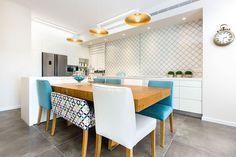 דירת 5 חדרים – נס ציונה   מירב שלום Sweet Home, Dining, Interior Design, Table, House, Furniture, Home Decor, Kitchens, Ideas
