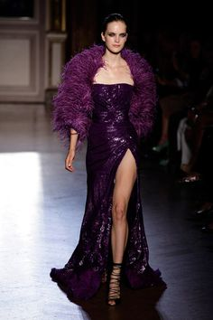 Zuhair Murad Haute Couture Fall/Winter - love the dress but nit tge shawl Purple Fashion, Love Fashion, Runway Fashion, Fashion Show, High Fashion, Zuhair Murad, Sexy Dresses, Gala Dresses, Long Dresses