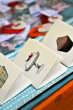 Playing Cards, Tableware, Art, Noel, Dinnerware, Dishes, Kunst, Place Settings, Game Cards