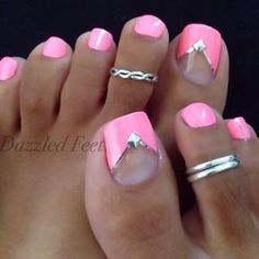 Barbie Pink mit Chevron V - Nageldesign - manicure Pretty Toe Nails, Cute Toe Nails, Fancy Nails, Toe Nail Art, Gorgeous Nails, Fabulous Nails, My Nails, Hair And Nails, Pretty Toes