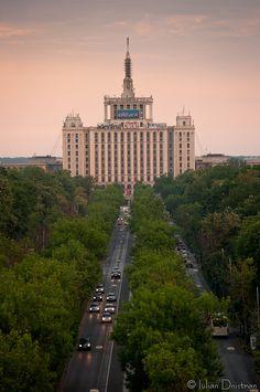 Casa Presei văzută de pe Arcul de Triumf by Iulian.Dnistran.ro, via Flickr
