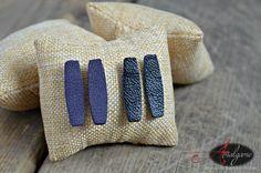 Boucles d'oreilles en cuir récupéré violet ou noir/ Forme rectangle arrondi / tige acier inoxydable / Par Amalgame bijoux avec cuir de la boutique AMALGAMEbijoux sur Etsy