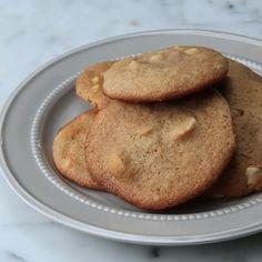 【簡単】味噌チョコチップクッキー  12枚分  材料: 薄力粉 130g  重曹 小さじ1/2  無塩バター(室温に戻す) 100g ブラウンシュガー 60g  グラニュー糖 60g  白味噌 大さじ2 卵 1個 ホワイトチョコレート 100g  マカデミアナッツ 70g  1.オーブンは170℃に予熱しておく。 2.室温に戻して柔らかくなったバターと白味噌をボウルに入れ、泡立て器でよく混ぜる。ブラウンシュガーとグラニュー糖を入れ、よく混ぜる。. 3.卵を溶き、2回に加えてよく混ぜる。 4.薄力粉と重曹を混ぜ、(2)にふるいながら加える。泡立て器からヘラに持ち替え、粉っぽさがなくなるまでよく混ぜる。 5.ホワイトチョコレートとマカデミアナッツを加え、まんべんなく混ぜる。混ざったら、アイスクリームディッシャーですくい、クッキングシートを敷いた天板に間隔をあけて、生地を落とす。 6.170℃のオーブンで10〜12分、黄金色になるまで焼く。粗熱が取れたら、完成!  #レシピ #お菓子好きな人と繋がりたい #味噌 #ホワイトチョコ #クッキー #マカダミアナッツ #簡単レシピ…