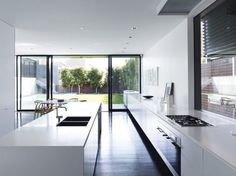 островная кухня в стиле минимализм