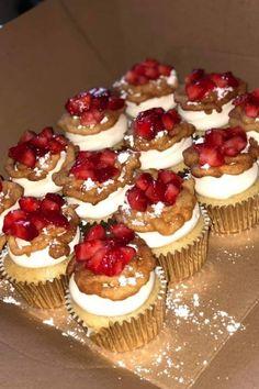 Funnel Cake Cupcakes via FoodPorn on July 27 2019 at Think Food, I Love Food, Good Food, Yummy Food, Sweet Recipes, Snack Recipes, Dessert Recipes, Funnel Cake Cupcakes, Food Porn