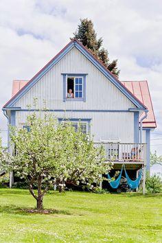 Aamu Omenatarhassa blog. This is very beautiful house!!