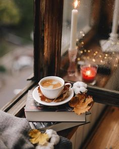 Find images and videos about photography, book and coffee on We Heart It - the app to get lost in what you love. Autumn Coffee, Autumn Cozy, Coffee Cozy, I Love Coffee, Coffee Break, Coffee Time, Autumn Tea, Autumn Fall, Momento Cafe